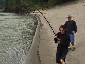 sturgeon-fishing-beach-of-fraser-river
